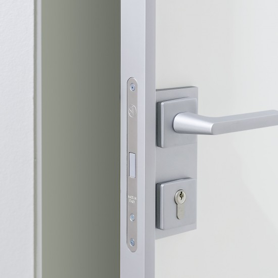 Ручка с магнитным замком Swing , цвет-серебро - Raumplus
